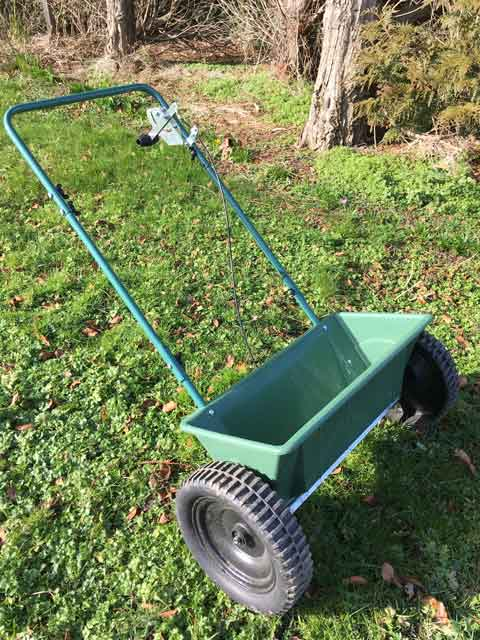 KMG Seed & Fertiliser Spreader BS- 2000